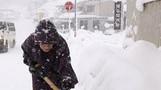 일본, 눈 폭탄으로 7명 사망·300여 명 부상…항공편도 ...