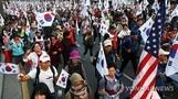 서울 도심 두 얼굴…낮엔 태극기, 밤엔 촛불집회