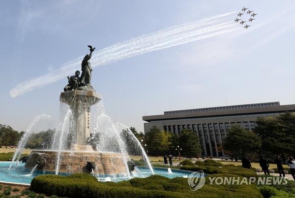 서울 전투기 블랙이글스, 서울 상공 비행/ 사진=연합뉴스