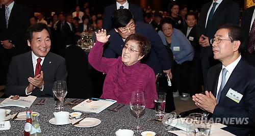 이낙연 총리와 이희호 여사/사진=연합뉴스