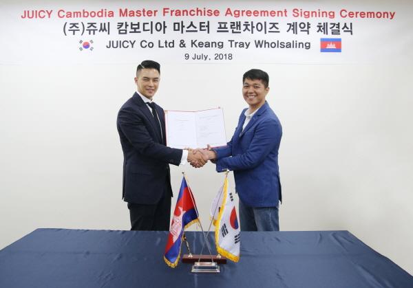 (좌)쥬씨 윤석제 대표이사, (우)나인닷츠 뜨라이 뿌틴 이사