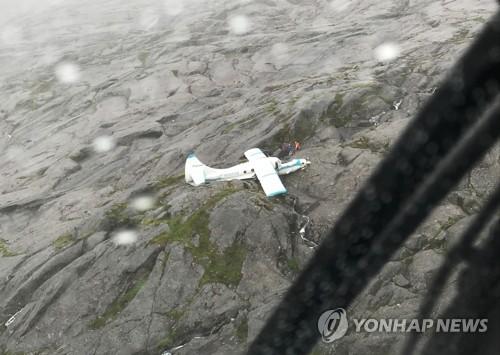 알래스카 산악지대에 추락한 경비행기 / 사진=연합뉴스