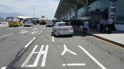 김해공항 BMW 질주사고 피해 차량 / 사진=연합뉴스