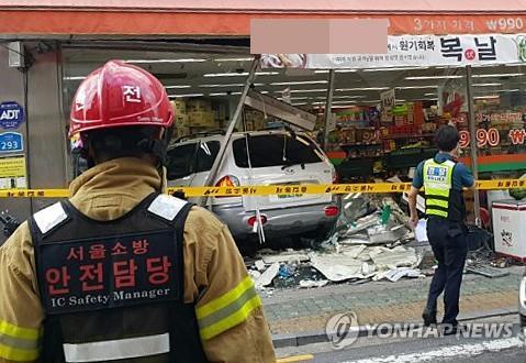 서울 구의동서 상가로 차량 돌진해 2명 사망/사진=연합뉴스