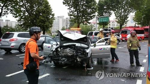 택시 2대 정면충돌한 교통사고 현장 / 사진=연합뉴스