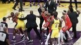 NBA 난투극 현장, 서로 주먹 휘둘러…'난장판'된 코트