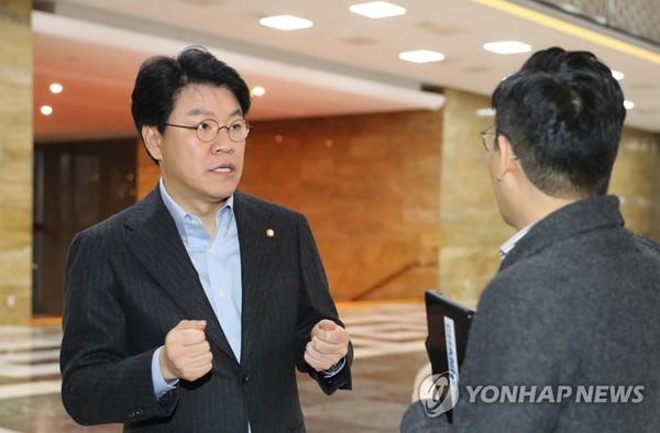 예결위 소소위 참석하는 장제원/ 사진=연합뉴스<br />