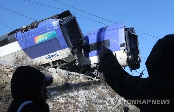 'KTX 열차 사고…국민은 조마조마'/사진=연합뉴스