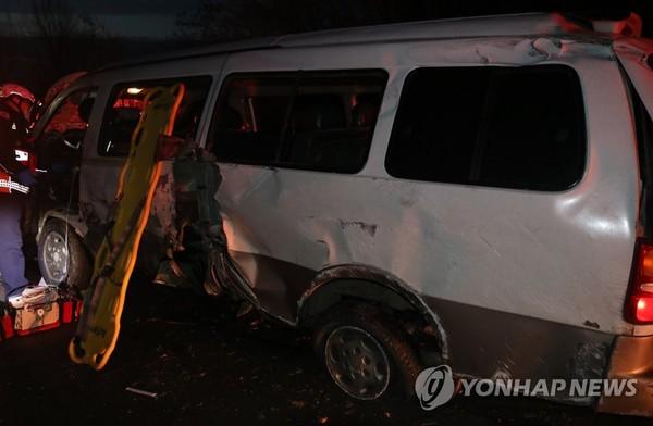 서해안고속도로서 승합차 사고/사진=연합뉴스