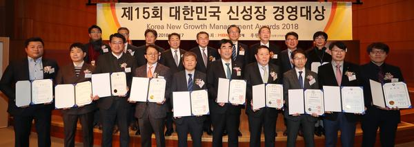 제 15회 신성장경영대상, 아랫줄 왼쪽에서 3번째, 부일정보링크 박성훈 본부장