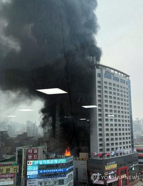 천안 라마다 앙코르 호텔 큰불 / 사진 = 연합뉴스