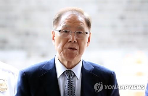 재판 출석하는 'MB 집사' 김백준 / 사진=연합뉴스