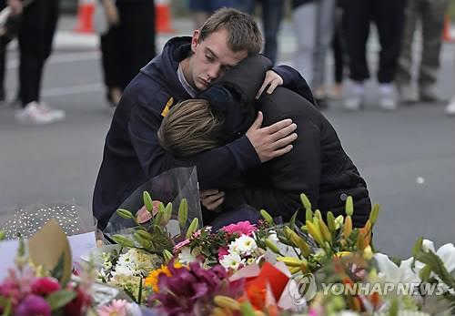 슬픔에 젖은 뉴질랜드 총격테러 희생자 추모객들 /사진=연합뉴스
