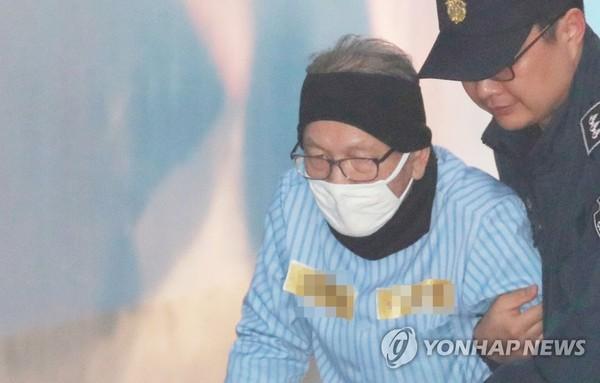 항소심 선고 공판 출석하는 김기춘 / 사진=연합뉴스