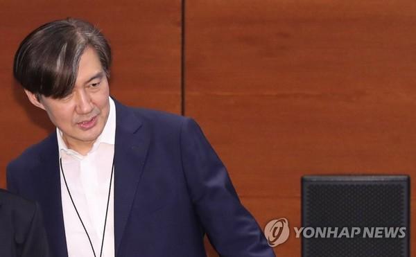 수보회의 참석하는 조국 민정수석/사진=연합뉴스