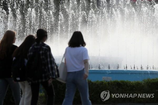 너무 일찍 찾아온 여름/사진=연합뉴스
