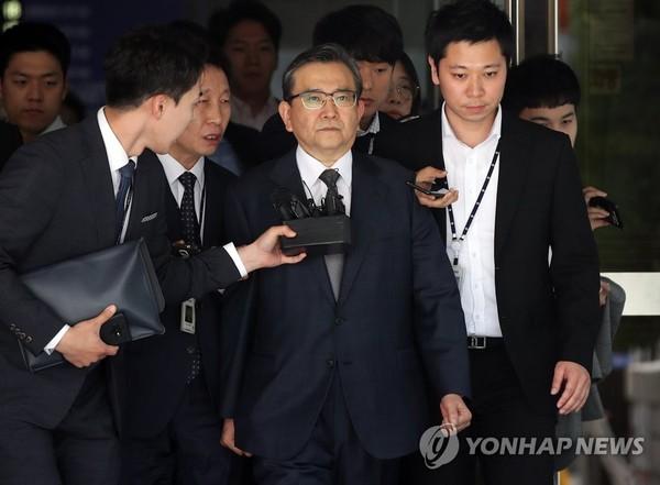 법원 나서는 김학의 /사진=연합뉴스<br />
