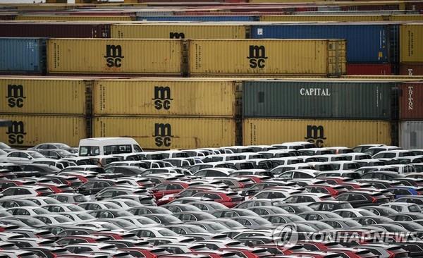 독일 항구의 수출용 차량 /사진=연합뉴스