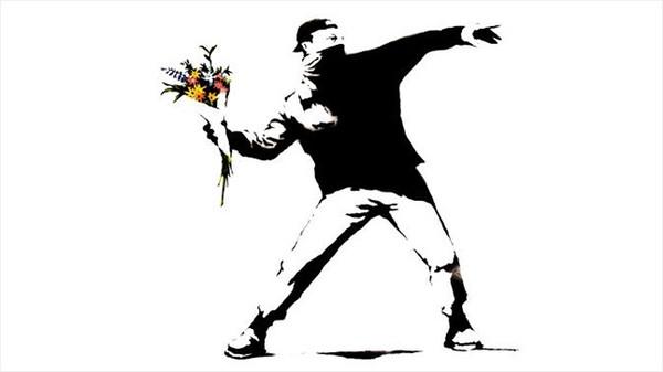 꽃을 던지는 사람 / 사진=뱅크시 인스타그램