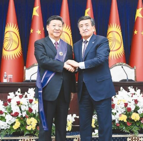 키르기스스탄서 최고 훈장 받은 시진핑 중국 국가주석/사진=인민일보 화면 캡처