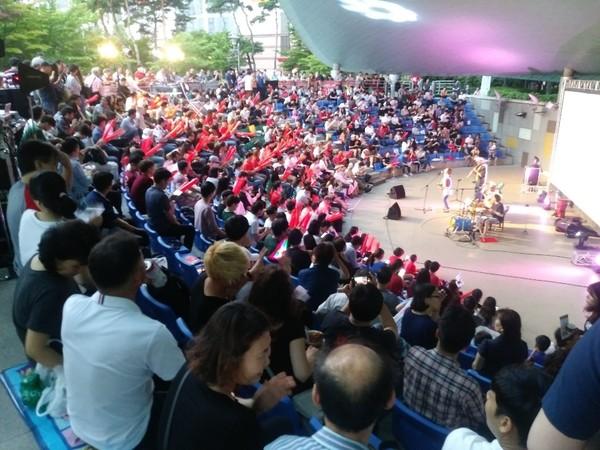 사진 = 2018년 신도림 오페라하우스서 열린 러시아월드컵 거리응원전의 모습.