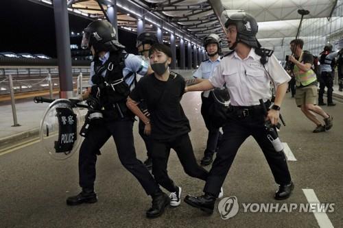 홍콩 점거시위대 체포하는 경찰 /사진=연합뉴스