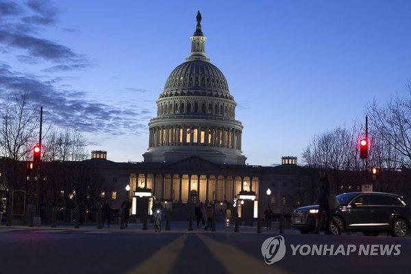 어두운 밤 불밝힌 미 연방의사당 /사진=연합뉴스