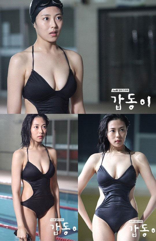 bcef8fae865 배우 추수현의 수영복 사진이 공개됐다. 지난 14일 방송된 금토 드라마 '갑동이' 18회에서는 실내 수영장에서 수영을 즐기는 추수현의  모습이 공개됐다.