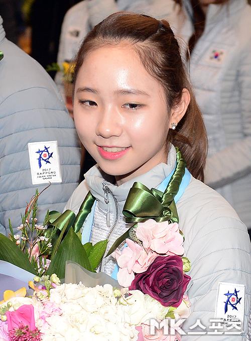 2017 제8회 삿포로동계아시아경기대회'에서 금메달을 목에 건 최다빈이 귀국하고 있다. 지난달 27일 귀국하고 있다.