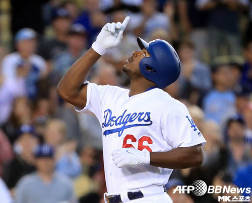 야시엘 푸이그는 2회 투런 홈런을 터트렸다. 사진(美 로스앤젤레스)=ⓒAFPBBNews = News1
