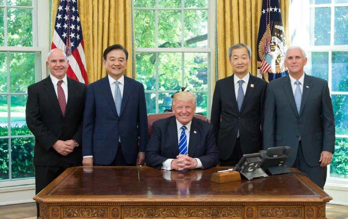 홍석현 특사, 트럼프 대통령과 면담 [사진출처 = 연합뉴스]<br />