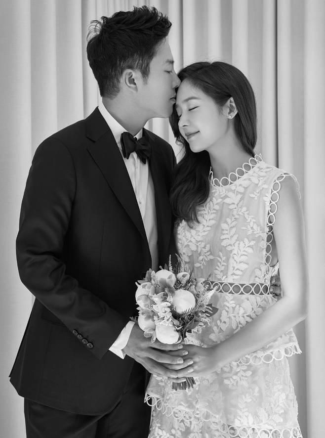 성유리-안성현 웨딩화보. 제공|에스엘이엔티