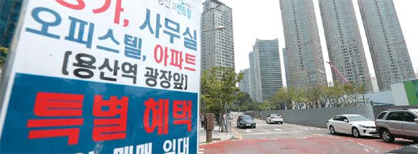 19일 정부가 발표한 6·19 부동산 대책에서 기존 강남 4구(강남·서초·송파·강동)의 민간택지에만 적용됐던 `소유권 이전등기 시까지 전매제한`을 서울 전 지역으로 확대한 가운데 ...