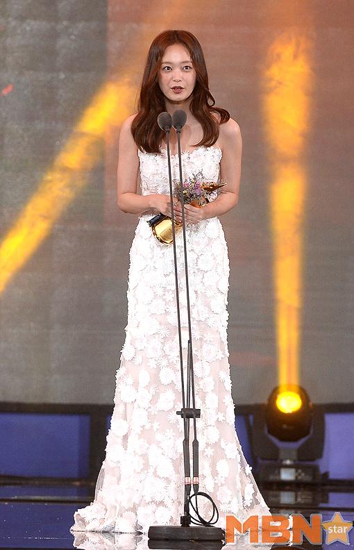 '2017 아시아모델 어워즈'에서 배우 전소민이 인기스타상을 수상했다. 사진=옥영화 기자