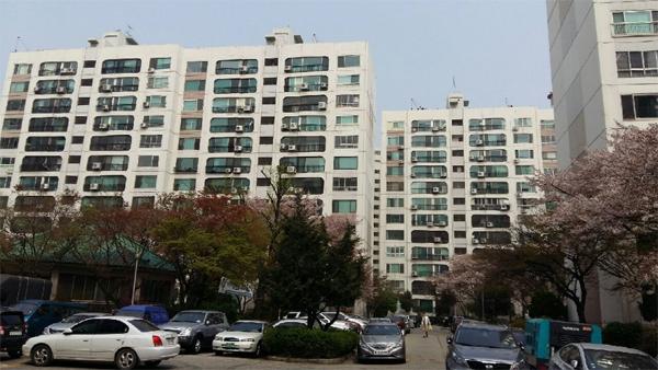 지난 6월 서울시 건축심의를 통과한 신반포 한신4지구 통합 재건축 단지 전경. [매경DB]