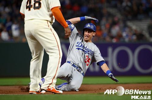 코디 벨린저는 3루타와 홈런을 기록했다. 사진(美 샌프란시스코)=ⓒAFPBBNews = News1