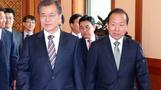 헌재소장 권한대행 논란에 고심 깊어지는 문 대통령