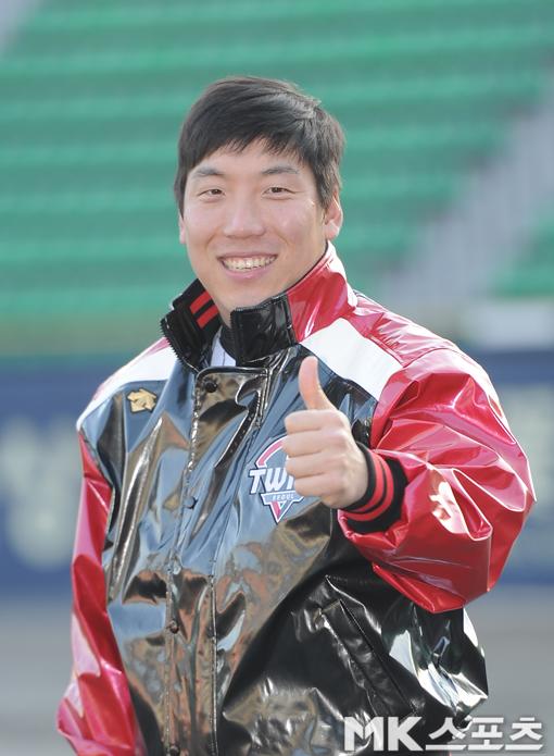 LG는 비시즌 도안 FA 대어인 김현수(사진)를 영입하며 전력을 강화했다. 사진=김재현 기자