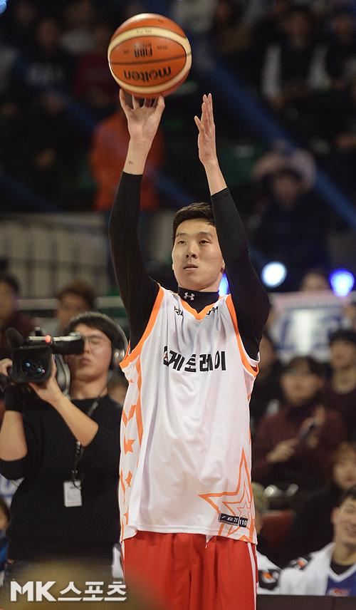 전준범(사진)이 14일 열린 올스타전 3점슛 컨테스트에서 우승을 차지했다. 사진(잠실학생)=천정환 기자
