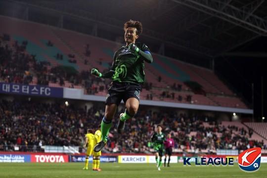 이동국의 활약으로 전북 현대가 가시와 레이솔을 상대로 짜릿한 역전승을 거뒀다. 사진=한국프로축구연맹 제공