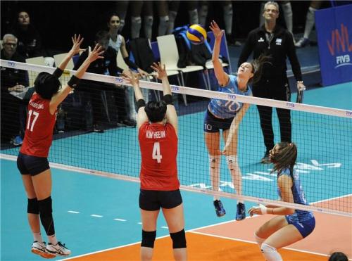 한국 여자배구 대표팀이 VNL 5주차 첫 경기 아르헨티나전에서 0-3으로 패했다. 사진=FIVB 공식 트위터