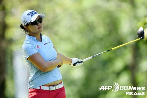 김세영이 9일(한국시간) 열린 LPGA 투어 손베리 클래식에서 신기록을 작성하며 우승 트로피를 품었다. 사진=AFPBBNEWS=News1