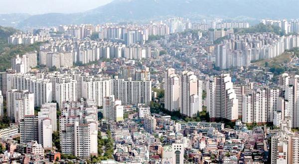 7월 둘째주 서울 동작구 아파트 전세금 주간 상승률이 25개 자치구 가운데 가장 높은 0.29%를 기록했다. 사진은 동작구 아파트단지 일대 전경. [사진제공  = 연합뉴스]