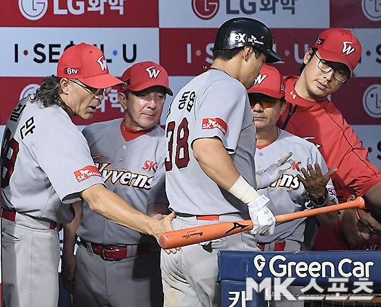 SK가 LG를 꺾고 전반기 마지막 3연전을 위닝시리즈로 마감했다. 사진(잠실)=김영구 기자