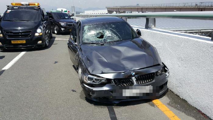 김해공항 BMW 질주사고 영상에 `부글`…피해자 이틀째 의식없어 [사진 = 연합뉴스]