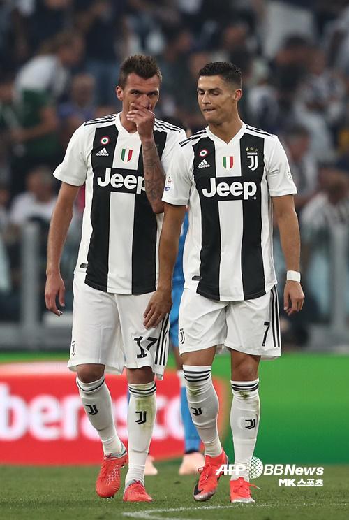 유벤투스 만주키치(왼쪽)와 호날두(오른쪽). 사진(이탈리아 토리노)=AFPBBNews=News1