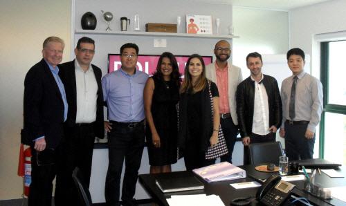 일동히알테크와 폴룩스의 관계자들이 브라질 내 히알루론산 필러 마케팅에 협력하기로 하는 계약을 맺은 뒤 기념사진을 찍고 있다. [사진 제공 = 일동히알테크]