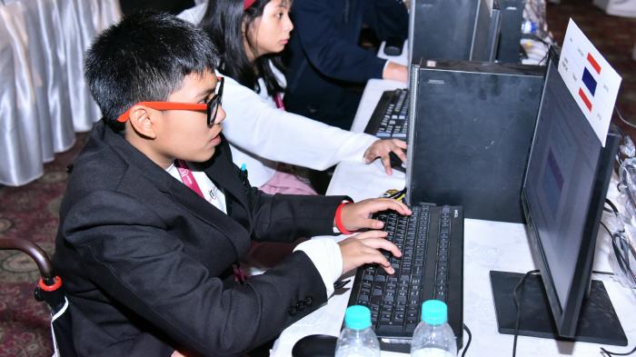 9일부터 12일까지 인도 뉴델리에서 열리는 '2018 글로벌장애청소년IT챌린지'에 참가한 청소년들이 실력을 겨루고 있다. [사진제공 = LG전자]