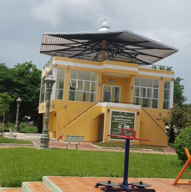 세계화장실협회가 2016년 캄보디아에 조성한 공중화장실 전경. 화장실 근처에 카페 등을 만들어 지속가능한 화장실 운영을 꾀한다. [사진 제공 = 세계화장실협회]