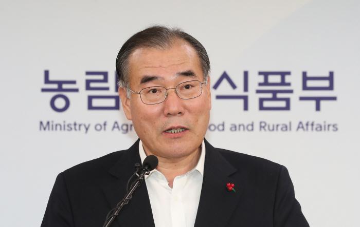 브리핑 하는 이개호 농림축산식품부 장관  [사진 출처 = 연합뉴스]